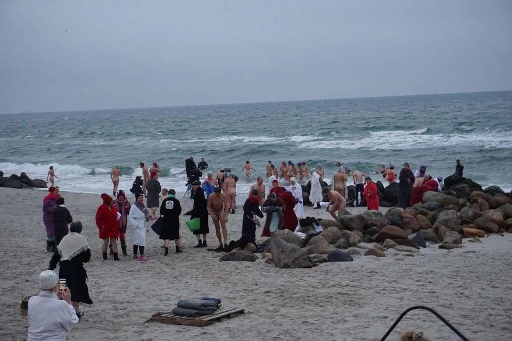 Da årets vinterbadfestival ble arrangert, var det rett rundt 0 grader i lufta, og 2-3 grader i vannet.