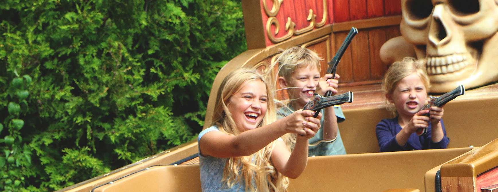 Barn har det gøy i Djurs Sommerland