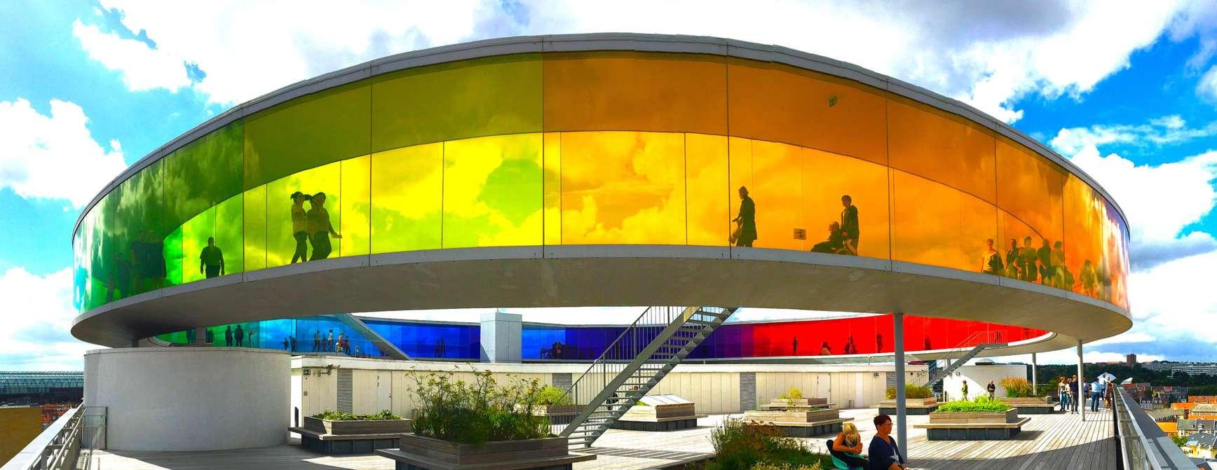 ARoS kunstmuseum i Aarhus med sine fantastiske farger