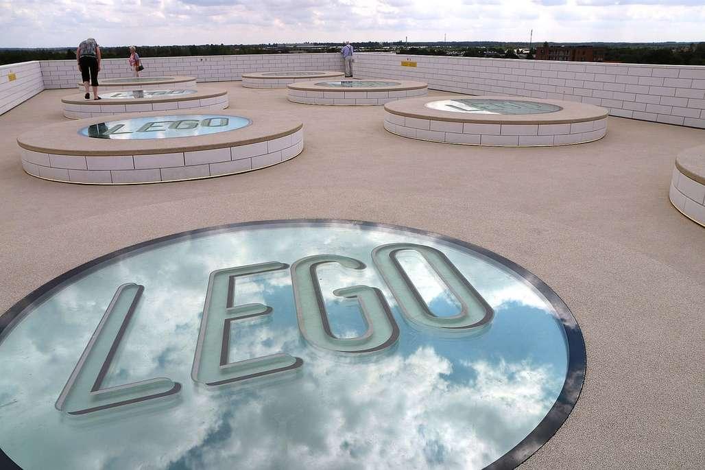Bilde av taket på LEGO House.