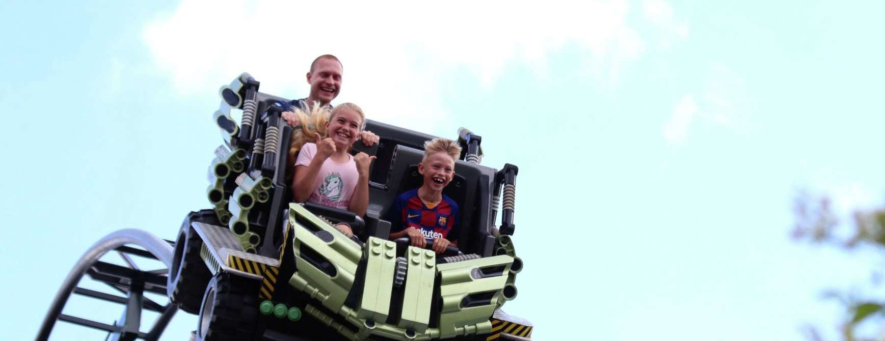 Familie tar legovogn i Legoland