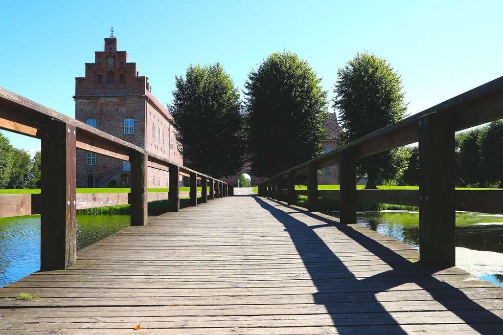 Naturskjønne omgivelser:Slottet rommer de utroligste gjenstander fra europeisk kunsthistorie, men parkanlegget på utsiden er en opplevelse i seg selv. Foto: Flemming Hofmann Tveitan/Fjord Line