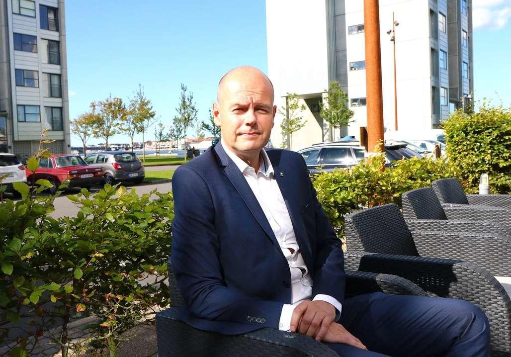 Ekspert: Morten Christensen er hotellsjef på MS Stavangerfjord og samtidig Aalborg-patriot på sin hals. Foto: Fjord Line