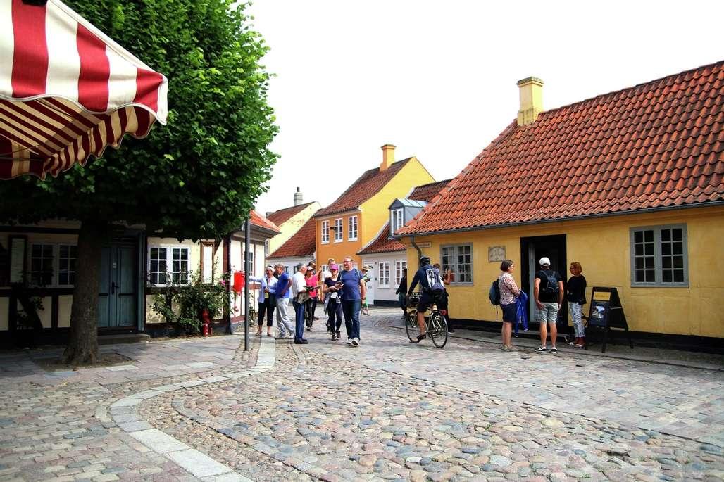 H.C. Andersen. Dikteren og bysbarnet er meget synlig i Odense. Her er Andersens barndomshjem. Foto: Fjord Line