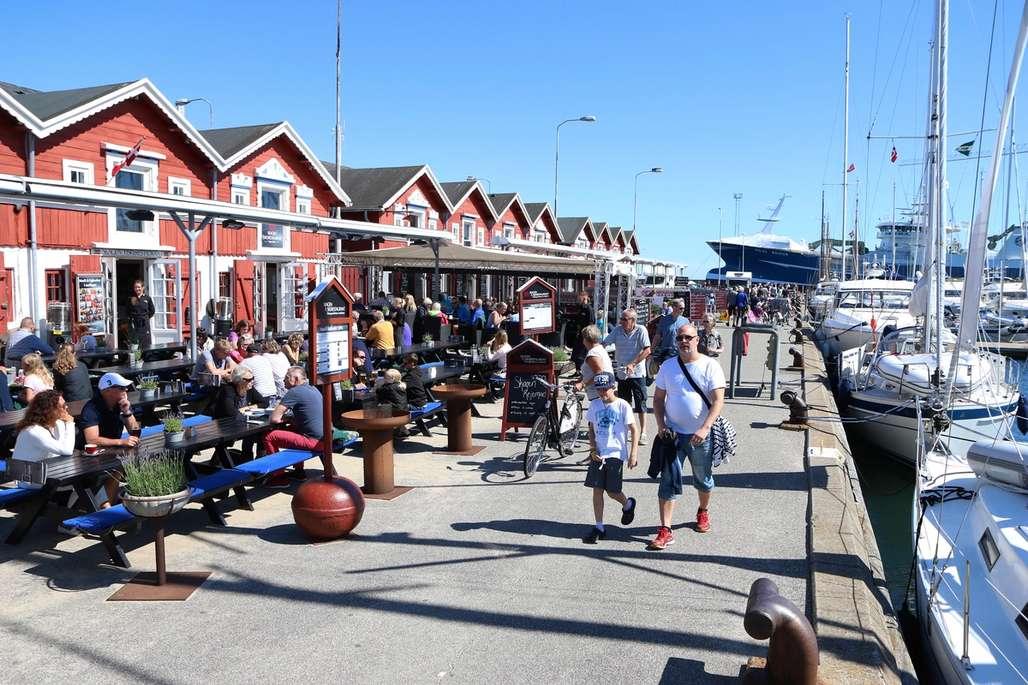 Bryggeliv: Bryggesleng, kos og sjømat. Det er én av hovedingrediensene for en sommertur til Skagen. Foto: Fjord Line