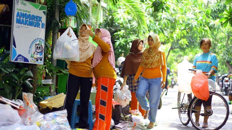 Women at waste bank.
