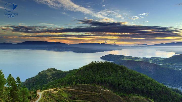 Tepedeki Ormandan Gün Batımı Deniz Manzarası