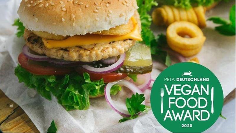Chicken burger with Deutschland PETA Award logo