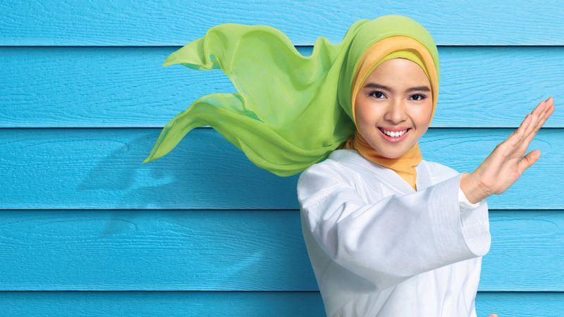Lady wearing headscarf