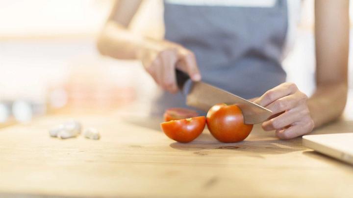 Image of Tomato chopping