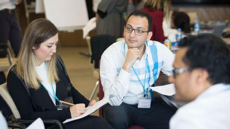 Unilever çalışanları bir workshop gerçekleştiriyor