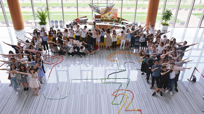 Linkedin image - Unilever workers dabbing