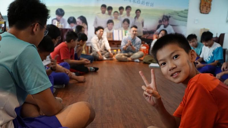 Lipton first meet with students from Emei middle