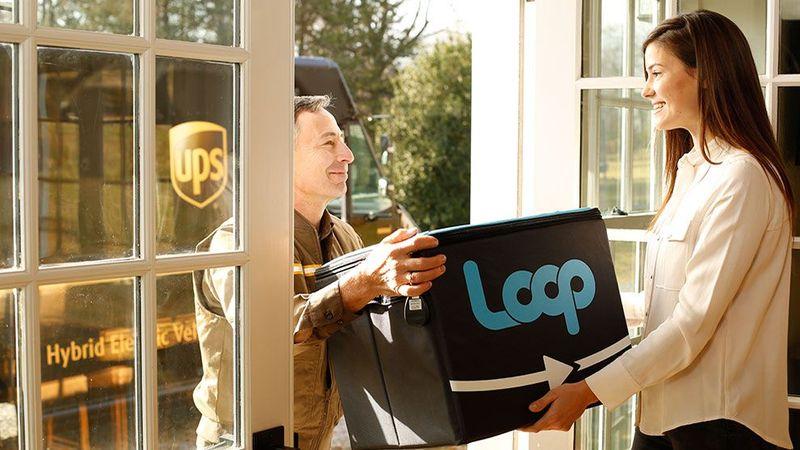man delivering loop cargo
