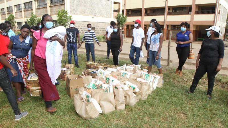 Mukuru residents queuing up to receive food aid