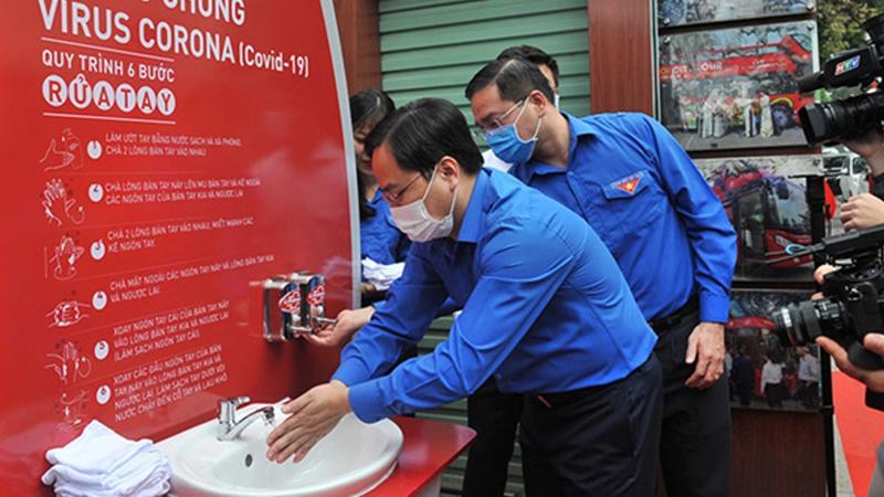 Trạm rửa tay dã chiến trong chương trình Vững vàng Việt Nam 2020