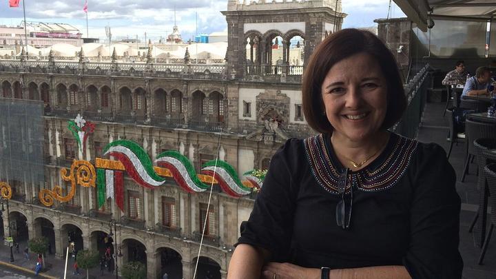 Unilever Hero Elaine Molina sitting on a outdoor table
