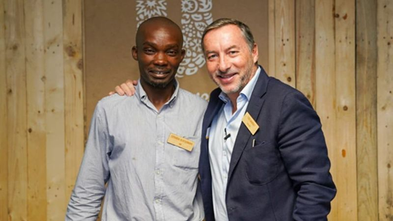 A picture of the Unilever Southern Africa CEO with a man from the African Reclaimers Organisation.