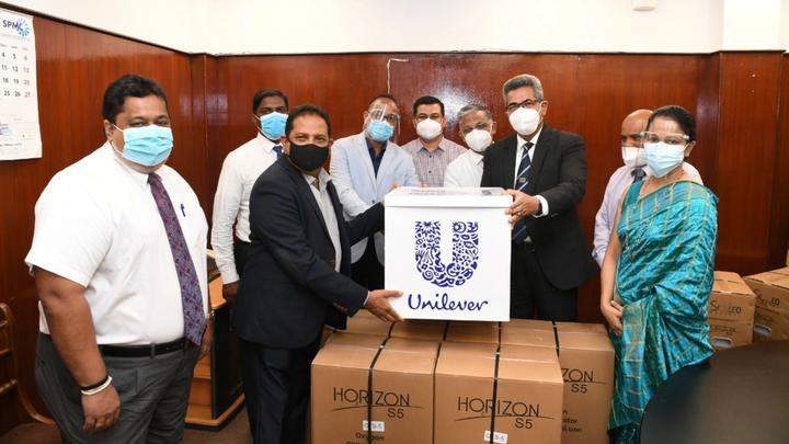 Unilever Sri Lanka officials handing over 32 oxygen concentrators worth Rs. 10 million to Ministry of Health officials
