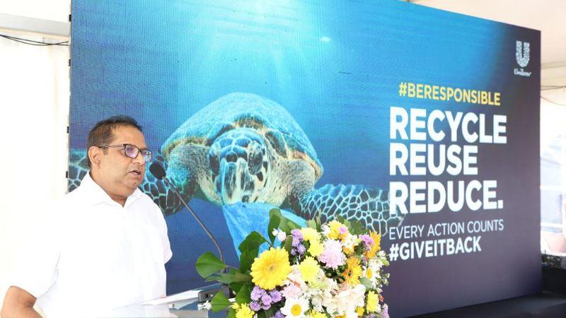Aruna Mawilmada, Customer Development Director – Unilever Sri Lanka, giving his speech