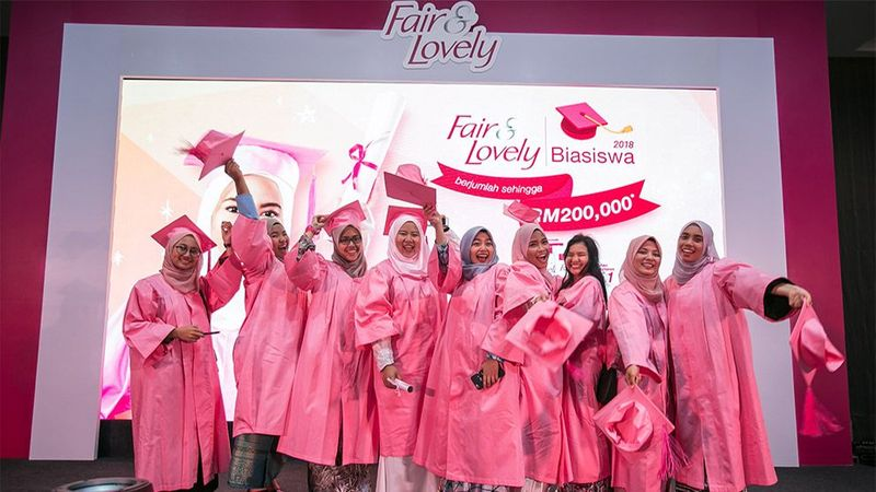 Malaysia fair and lovely girls posing
