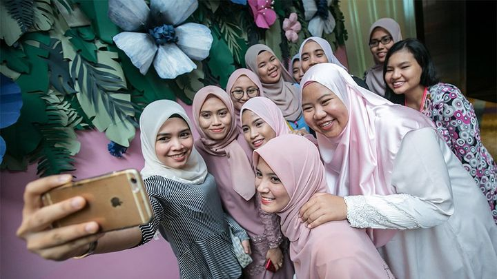 Malaysia girls selfie