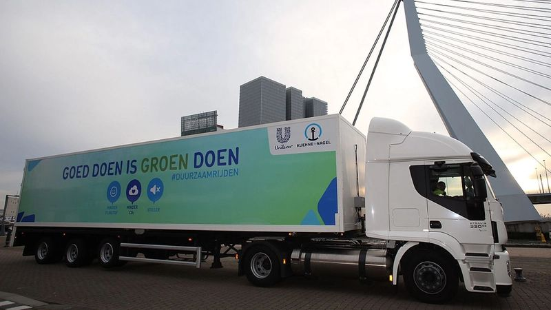 Logistics manager by refrigerated truck, which only uses clean cold air to transport goods