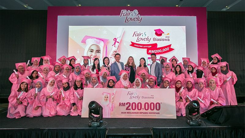 Malaysia fair and lovely girls group photo
