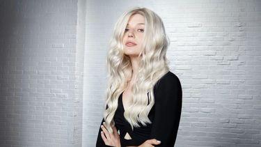 Model with blonde hair, silver hair, bleached hair