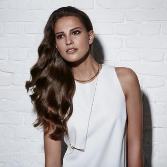 Model with dry and frizzy hair