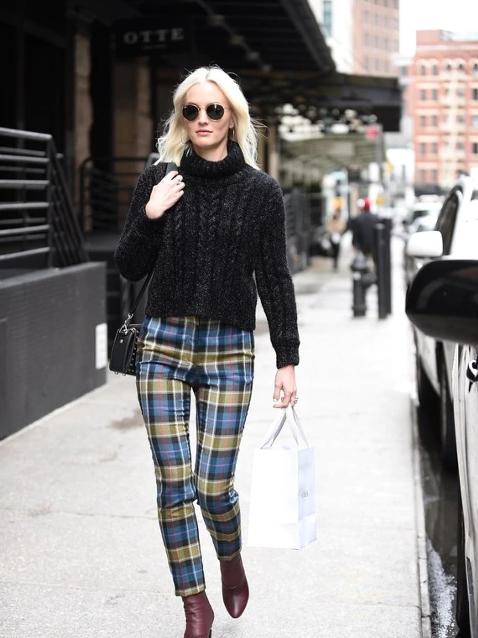 Leighton Meester Walking Down Sidewalk