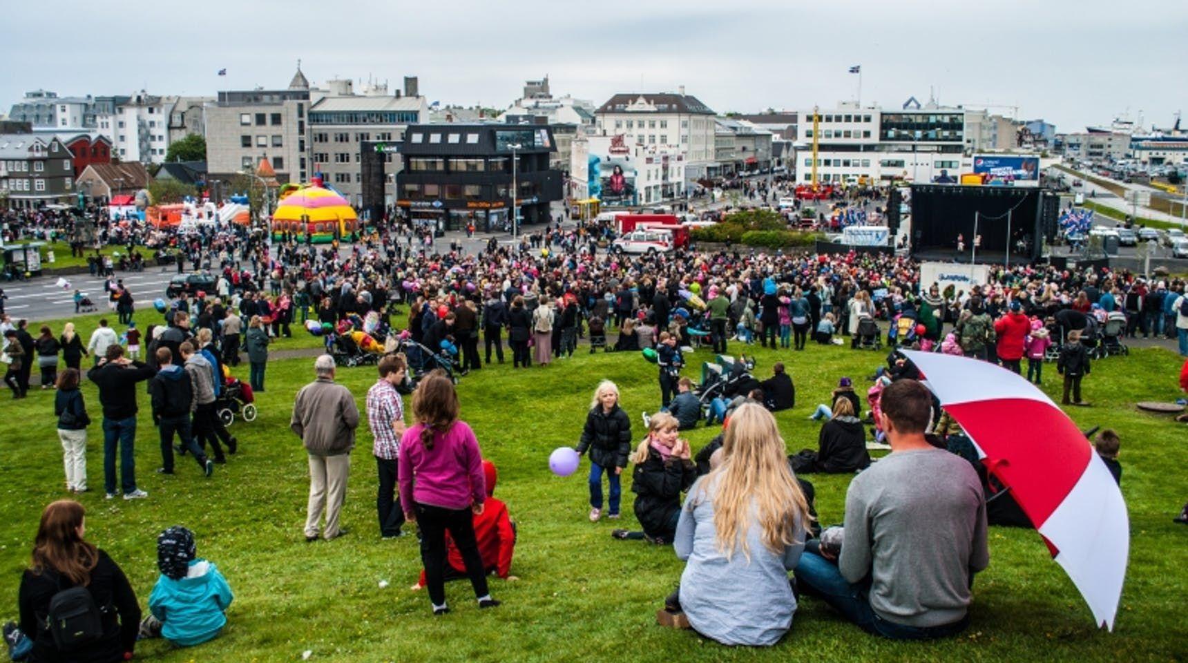 Icelander on Arnarhóll during 17th of June parade