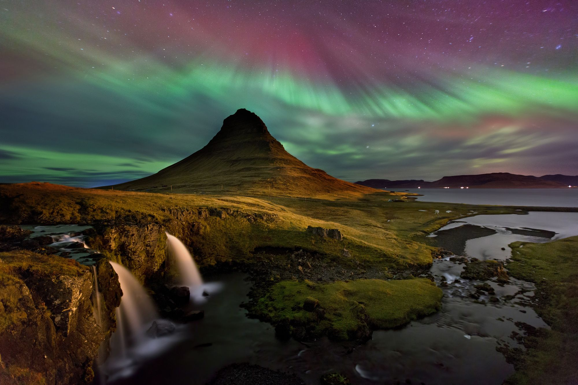 northern lights over kirkjufell
