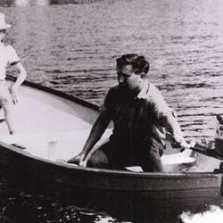 Jon og Nimann Askvik bygde den første Askeladden i plast «Jonny» i 1957.