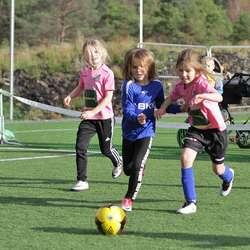 Dei yngste spelte 3 mot 3. (Foto: KVB)