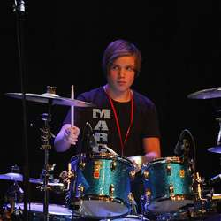 Marcus Opstvedt spelte trommer for to band. (Foto: KVB)