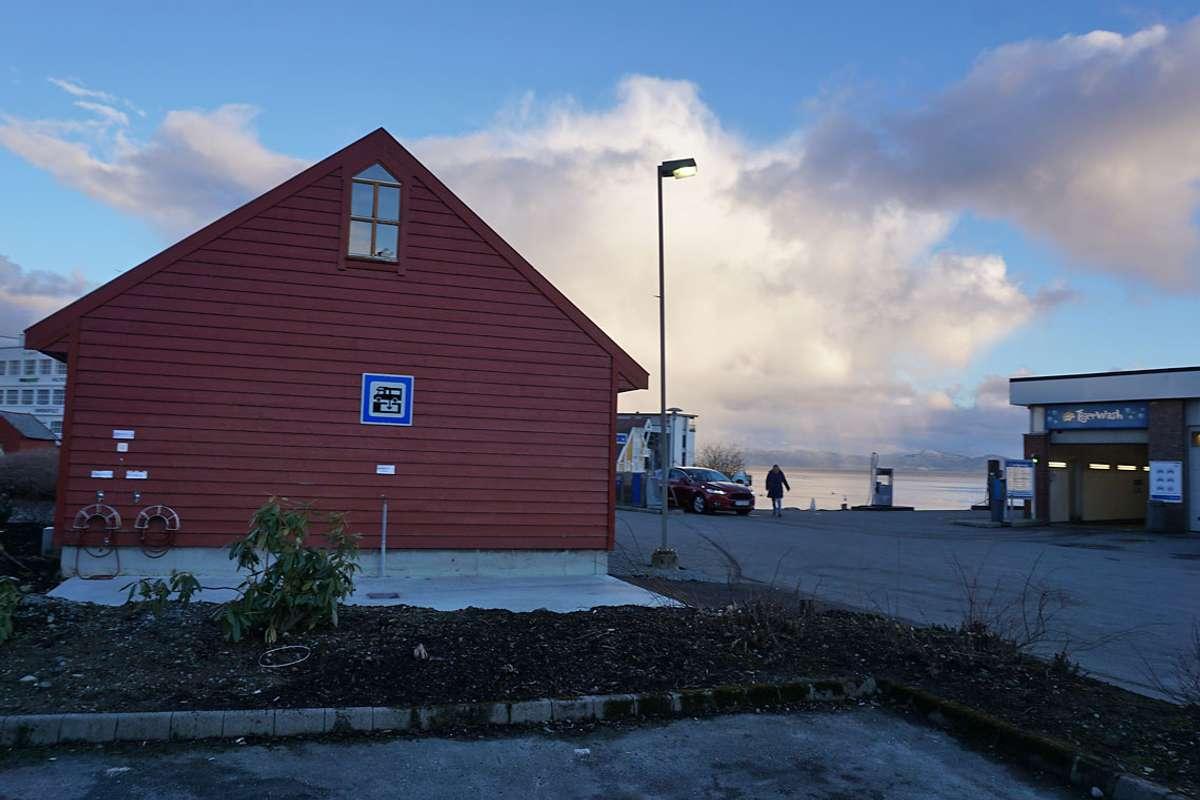 Tømestasjon er på plass på motsett side av hamna, ved Esso. (Foto: KVB)