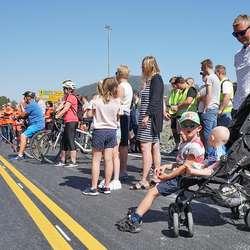 Mjuke trafikantar klar for å bruka ny gang- og sykkelveg. (Foto: KVB)
