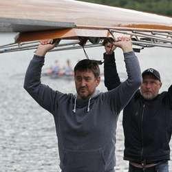 Pappa Grindstein og pappa Askvik hjelpte til. (Privat foto)