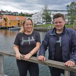 Marthe og Christoffer i Fjordfolk. (Foto: KVB)
