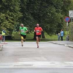 Vidar Oen (9. plass) prøver seg på spurtduell med Christian Toft (8. plass). (Foto: KVB)