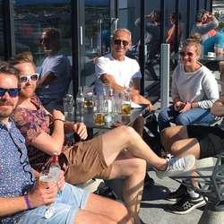 I Bodø møtte dei Vegard sin far, Tryggve, med følgje.