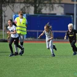 Os Turn friidrett stiller med 13 unge instruktørar. (Foto: Ørjan Håland)