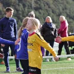 Fair Play-helsing før kamp. (Foto: KVB)