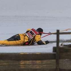 – Ispiggar og tau bør vera med sjølv om isen er farbar. (Foto: Oddmund Lunde)