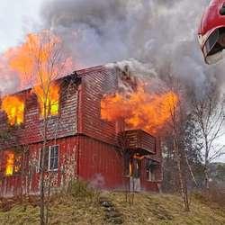 Nedbrenning av hus på Askvikneset. (Foto: Morten Moberg)