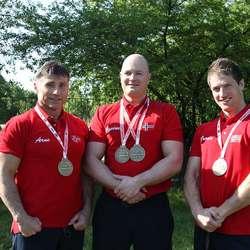 Øyvind Birkeland (midten), her etter EM i 2012, mellom Arne Thuen og Frode Veim Haugland, som ikkje var med til VM i år. (Privat foto)