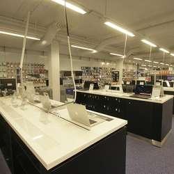 Nettbrett- og Mac-avdelinga blir òg utvida.  (Foto: KVB)