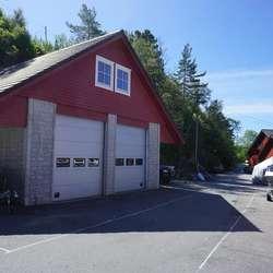 ... og i denne garasjen. (Foto: KVB)