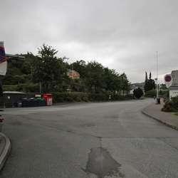 Men parkeringsplassen er reservert for gjestar som kjem med buss. (Foto: KVB)